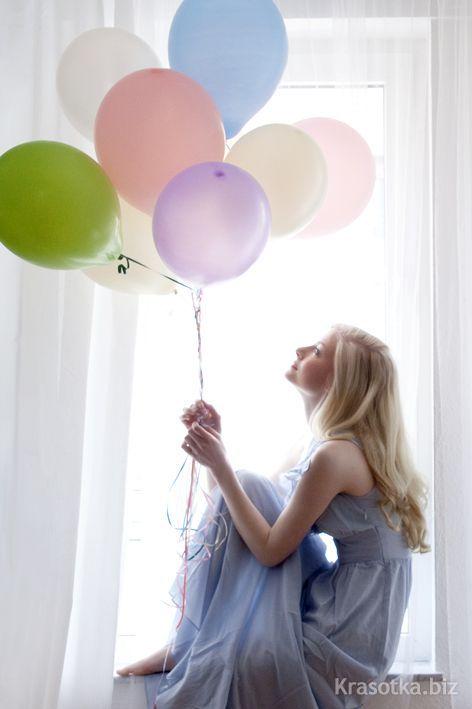 Секси девочки надувают воздушные шарики