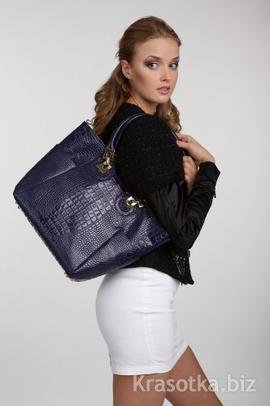 Девушка с сумкой.