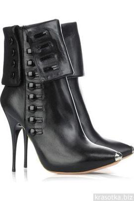 На фото: женская осенняя обувь 2011-2012
